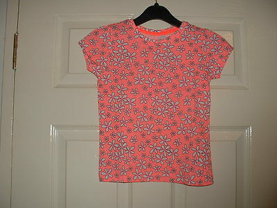 Girls Lovely Coral & Whtie  Daisy Flower  Motif Top Age 6-7  Years Bnwt
