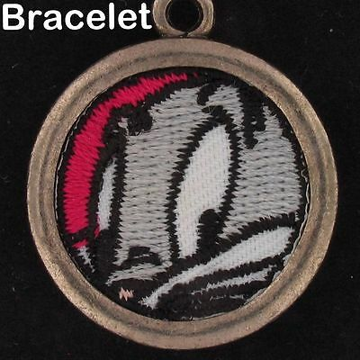 BRACELET Bugs Bunny WARNER BROS LOONEY TUNES EMBROIDERED FABRIC PATCH WB 4491