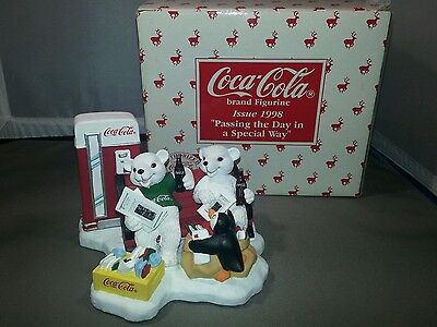 """1998 - Coca-Cola """"Passing the Day in a Special Way"""" - Figurine - Limited Edition"""