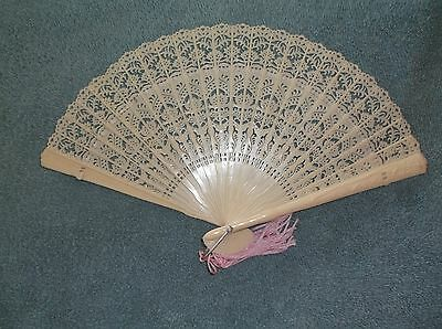 Vtg Ivory Color Plastic Hand Fan Pretty Lace Pattern In Box Made In Hong Kong