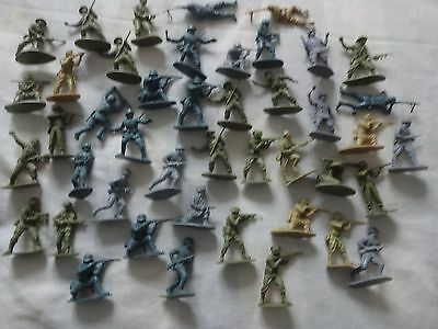 44 Assorted Vintage Airfix WW2  Soldiers 1:32 Scale unpainted