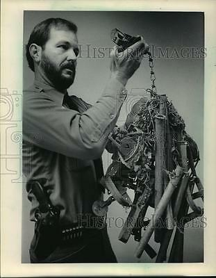 1983 Press Photo Bruce Buenning With Traps Found at Root River Parkway