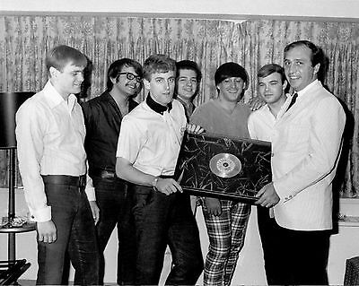 """Tommy James and the Shondells 10"""" x 8"""" Photograph no 1"""