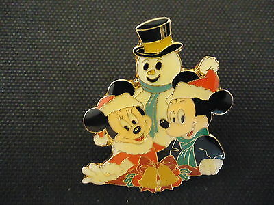 Disney Wdw Cast Exclusive Mickey And Minnie Mouse With Snowman Pin