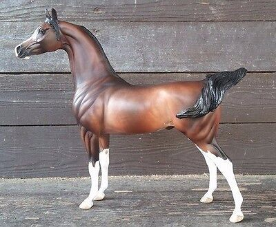 Peter Stone BLACK FRIDAY ETCHED BAY ARABIAN MODEL HORSE BY SHERYL LEISURE  LE5