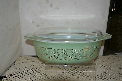 Vintage Pyrex 2-1/2 Qt Green Casserole with Gold Scroll & Lid