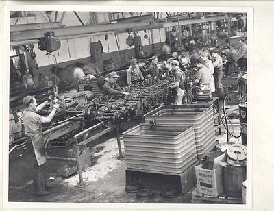 1946 Kaiser Frazer Factory Assembly Line Workers ORIGINAL Factory Photo ww7781