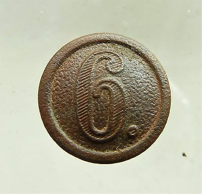 Original 6 regiment WW1 German button (a189).