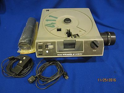 Kodak Ektagraphic III E Carousel Slide Projector with Hard Case and Remote