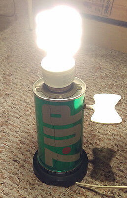 VINTAGE 1970's THE UNCOLA 7-UP SODA CAN TABLE TOP NOVELTY LIGHT LAMP