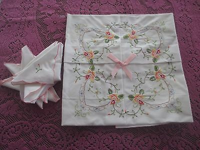 Beautiful Vintage Flower  EMBROIDERED UNUSED Tablecloth 4 napkins