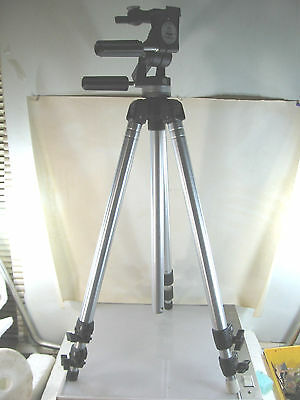 BOGEN MANFROTTO 3221 TRIPOD WITH 3047 (Manfrotto 029) 3 WAY PAN HEAD