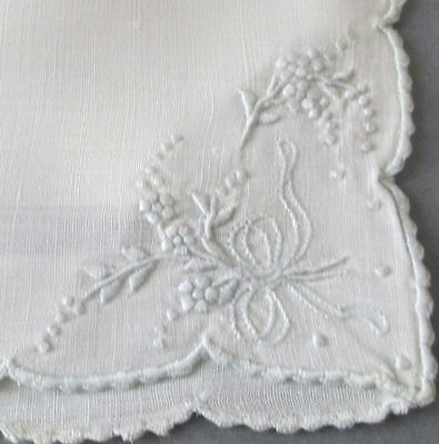 Vintage MADEIRA Linen Hand Embroidered TRIVET Hot Pad FLOWERS + BOWS