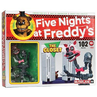 Five Nights at Freddy's small set The Closet with Nightmare Mangle figurine