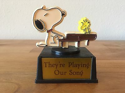 Vintage snoopy & Woodstock paper weight-Charlie Brown Cartoon