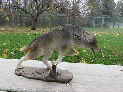 Running Wolf Figurine Ornament Decoration Resin Wolves Statue New 7.5 in. W