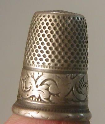 Antique SMALL SIZE STERLING SILVER sewing BEAUTIFUL DECORATED THIMBLE Victorian