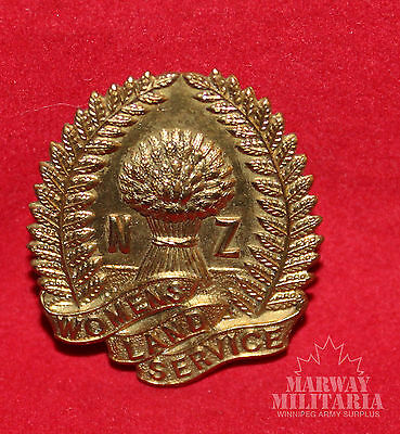 New Zealand Women's Land Service Cap badge (inv9508)
