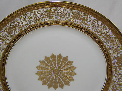 Heinrich H & C Bavaria Heavy Gold Encrusted Center Medallion 12 Dinner Plates