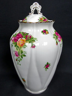 OLD COUNTRY ROSES CHELSEA VASE, 1st QLTY, VGC, 1993-2002, ENGLAND, ROYAL ALBERT