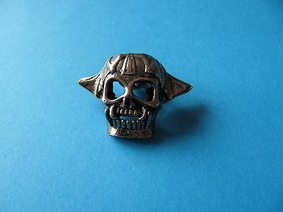 Motorcycle / Goth pin badge, Unused. Metal. Skull helmet