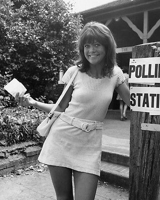 """Sally Geeson Carry On Films 10"""" x 8"""" Photograph no 49"""