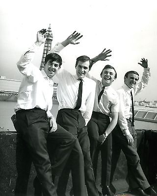 """Gerry and the pacemakers 10"""" x 8"""" Photograph no 15"""