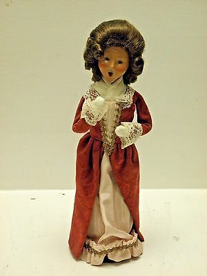 Byer's Choice Caroler Made Especially For Colonial Williamsburg, Elegant Lady
