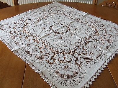 Small Vintage Brown & White Nottingham Lace Table Cloth.