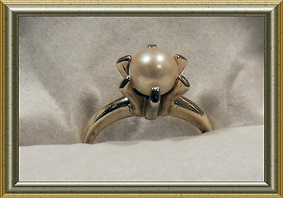 Vintage Lovely Solitaire 10K White Gold Rings With A Real White Pearl