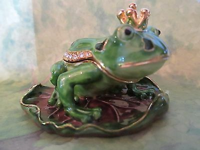 "Frog Prince  "" I  Just Needs A Kiss "" Enameled Jewel Box      3374"