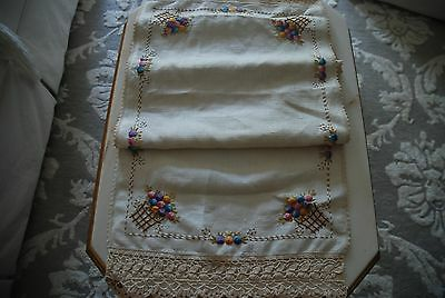 Gorgeous Vintage Linen Arts and Crafts Embroidered Table Runner Deep Crochet Lac
