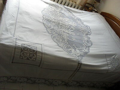 Gorgeous Vintage Coverlet With Handmade Filet Lace