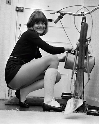 """Sally Geeson Carry On Films 10"""" x 8"""" Photograph no 51"""