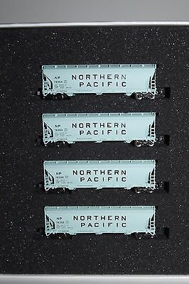 Z Scale AZL 90317-1 Northern Pacific 3-Bay Covered Hoppers 4-Pack