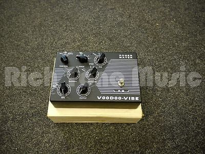 Roger Mayer Voodoo Vibe FX Pedal w/ Box - 2nd Hand