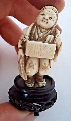 JAPANESE MEIJI c1900 NETSUKE - MARKET SELLER - ON HARDWOOD BASE