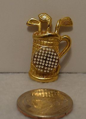 Brooch Gold toned of Golf Clubs signed Dotty Smith