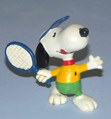 VINTAGE SNOOPY SMALL TENNIS FIGURE * United Feature * 6cm Tall *