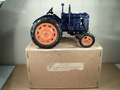 SUPERB CHAD VALLEY No 4235 FORDSON MAJOR TRACTOR (1940's) (MINT/BOXED)