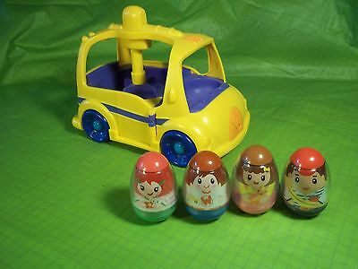 PLAYSKOOL WEEBLES ON THE BUS  WITH 4 WEEBLES Rotates to exit bus