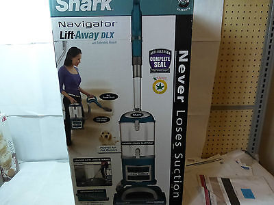 Shark UV490 Navigator Lift-Away Deluxe Upright Vacuum with Extended Reach NEW