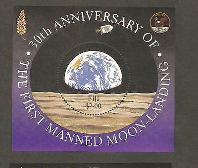 FIJI 1999 30th Ann APOLLO 11 Round Stamp SS