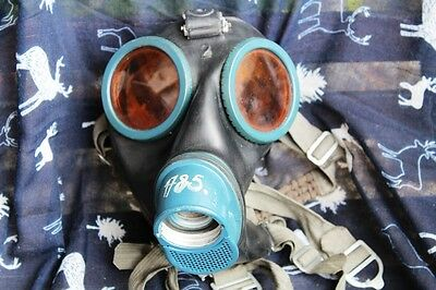 2WW German Kriegsmarine Gas Mask made in 1943 anti magnetic paint, soft rubber