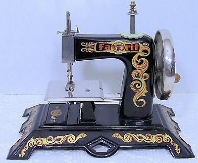 CASIGE FAVORIT Toy Sewing Machine w/BOX Germany HAND CRANK Excellent!******RARE!