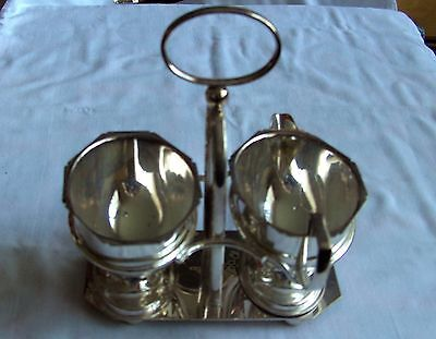 Vintage Yeoman Plate Sauce & Gravy Boats on stand EPNS