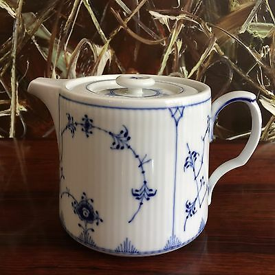 Royal Copenhagen Fluted Ribbed/Blue Fluted Teapot 0,7 LITRE NEW