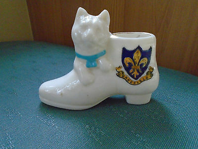 Wakefield Crest Yorkshire - Cat With Blue Collar & Boot Willow Art Crested China