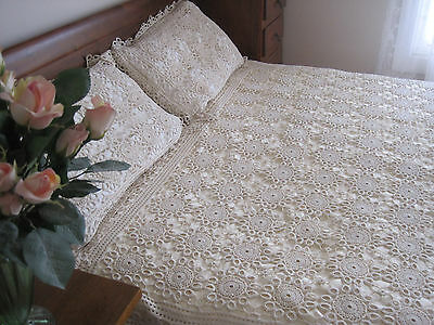 Fabulous Queen/king Size Crochet Lace Bedspread With Pillowcases & Dresser Mat
