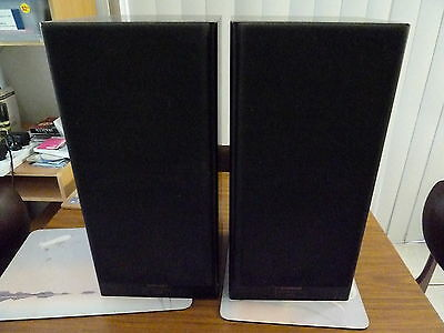 Pair of Vintage Retro pioneer S-D3 speakers